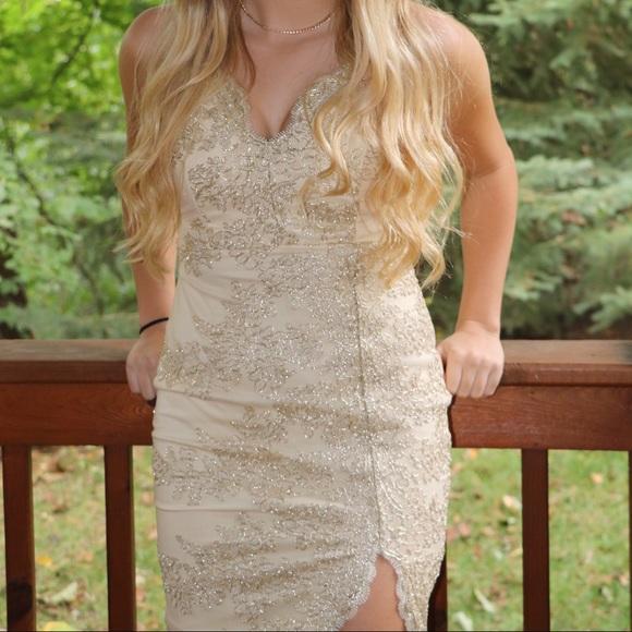 Windsor Dresses & Skirts - Golden Lace Windsor Homecoming Dress
